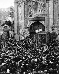 Procession before the Kremlin icon (1918)